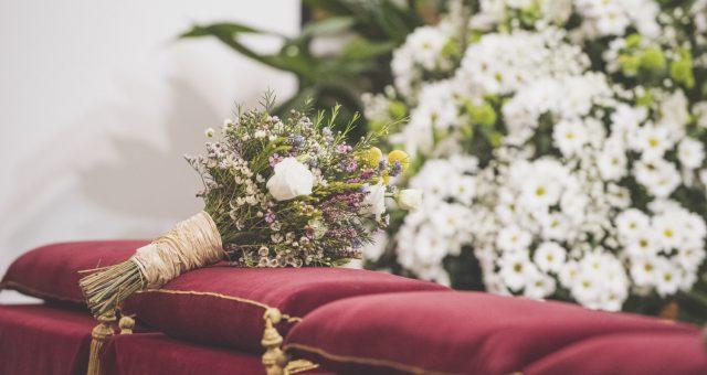 Se llevan los ramos de flores silvestres y nos encantan